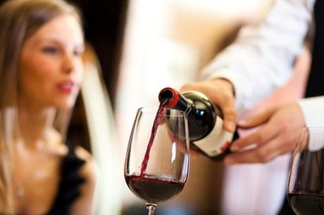 We recruit people for the weekend course for wine lovers.